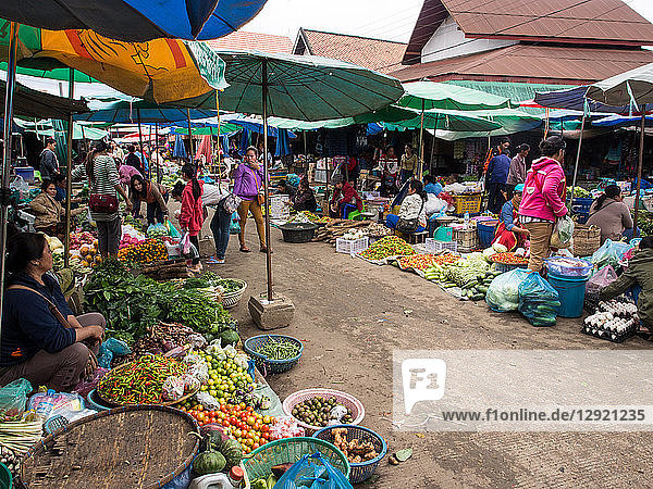 Central outdoor market  Luang Prabang  Laos  Indochina  Southeast Asia  Asia