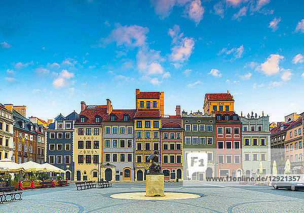 Old Town Market Square and the Warsaw Mermaid at dawn  UNESCO World Heritage Site  Old Town  Warsaw  Poland