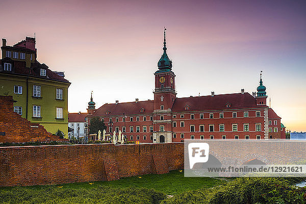 Royal Castle in Plac Zamkowy (Castle Square) at dawn  Old Town  Warsaw  Poland