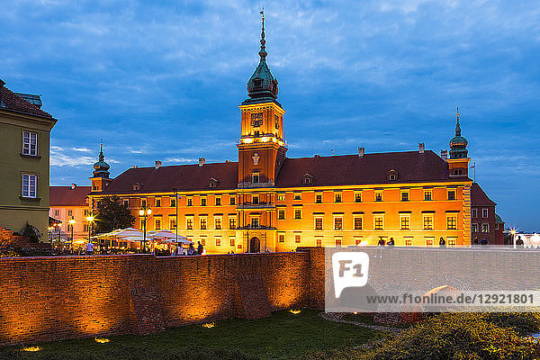 Royal Castle in Plac Zamkowy (Castle Square) at night  Old Town  UNESCO World Heritage Site  Warsaw  Poland