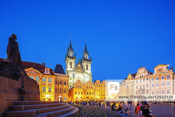 Old Town Square  Church of Our Lady Before Tyn  Prague  UNESCO World Heritage Site  Bohemia  Czech Republic