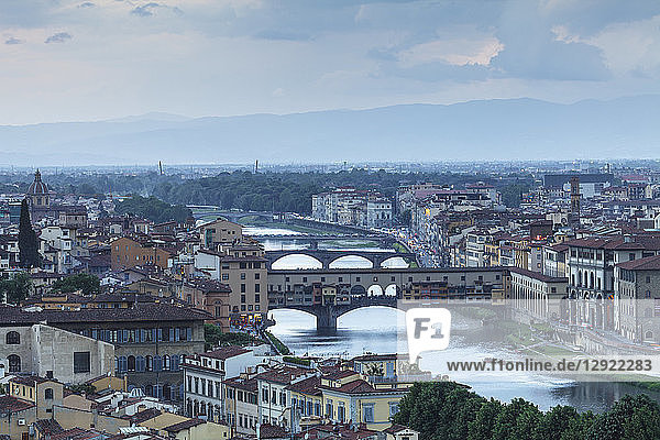 Ponte Vecchio over the River Arno and the historic centre of Florence  Tuscany  Italy  Europe