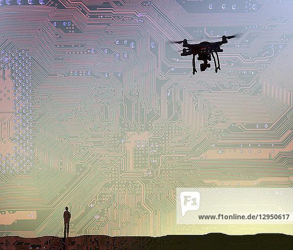 Mann fliegt eine Drohne im Leiterplattenhimmel