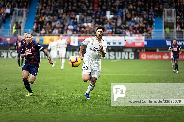 Marco Asensio (R) and Ruben Peña (L) dispute the ball during the La Liga match between Eibar and Real Madrid CF at Ipurua Stadium on November 24  2018 in Eibar  Spain