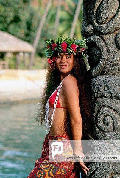 Polynesian woman  rangiroa  French Polynesia