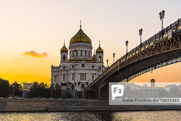 Cathedral of Christ the Saviour beside Moscow River in early evening  Moscow  Russia