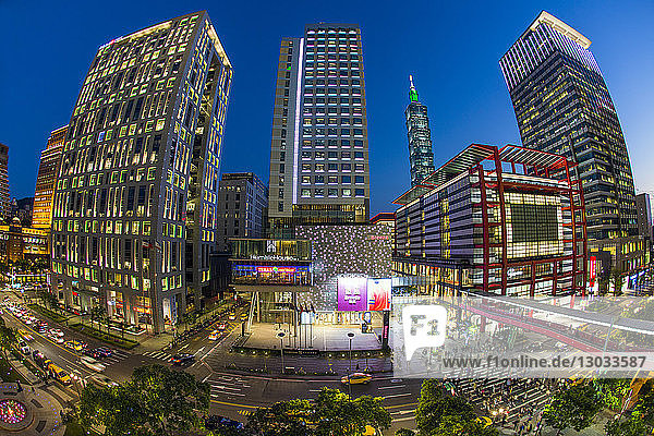 Xinyi downtown district  the prime shopping and financial district of Taipei  Taipei  Taiwan
