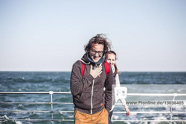 Ehepaar am windigen Seepier,  Odessa,  Odeska Oblast,  Ukraine