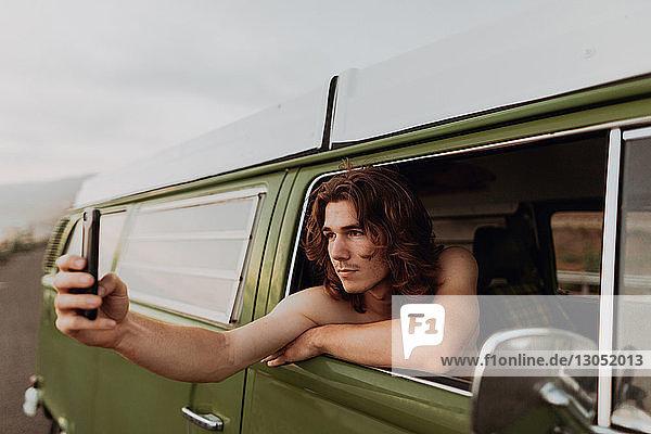 Mann auf Lieferwagen mit Selbstfahrer,  Ventura,  Kalifornien,  USA