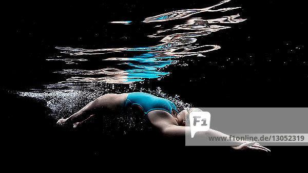 Dolphin kick streamline
