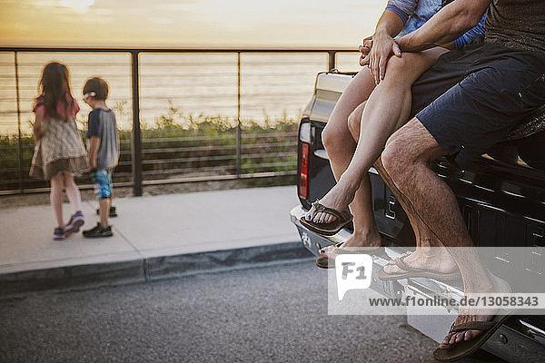 Niedriger Abschnitt des Paares auf dem Pick-up