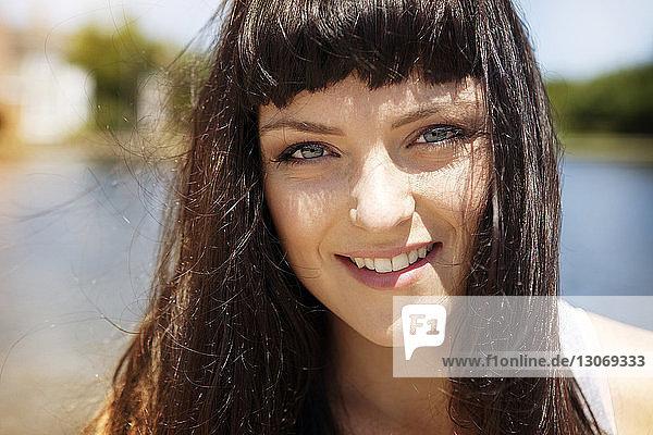 Nahaufnahme-Porträt einer lächelnden Frau