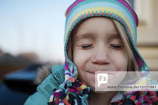 Nahaufnahme eines Mädchens mit geschlossenen Augen