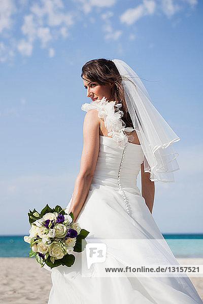 bride holding the bridal bouquet