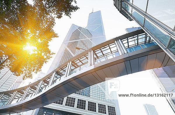Fussgängerweg und Gebäude der Bank of China,  Hongkong,  China