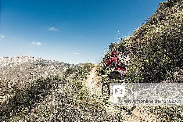 Downhill-Mountainbike-Kletterhügel