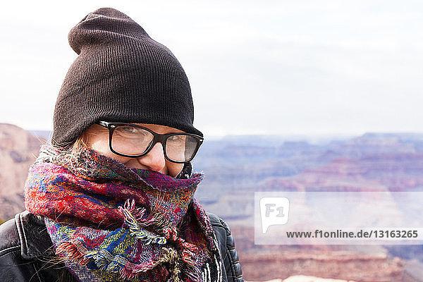 Frau mit Hut und Schal  Grand Canyon  Arizona  USA