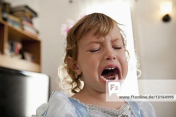 Nahaufnahme eines weinenden weiblichen Kleinkindes