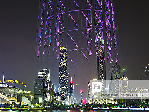 Spiegelung des Canton Tower  Guangzhou  China.