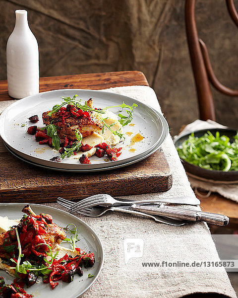 Hühnerteller mit Chorizo und Salat