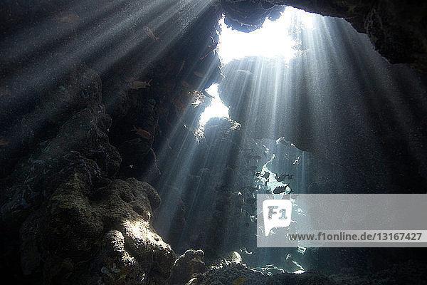 Unterwasser-Höhle