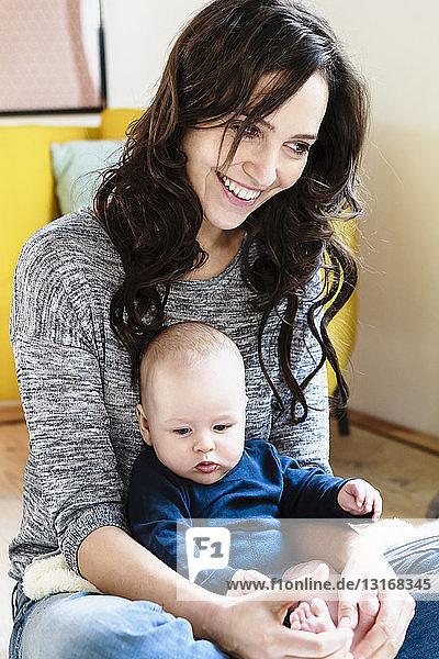 Frau mit ihrem kleinen Sohn