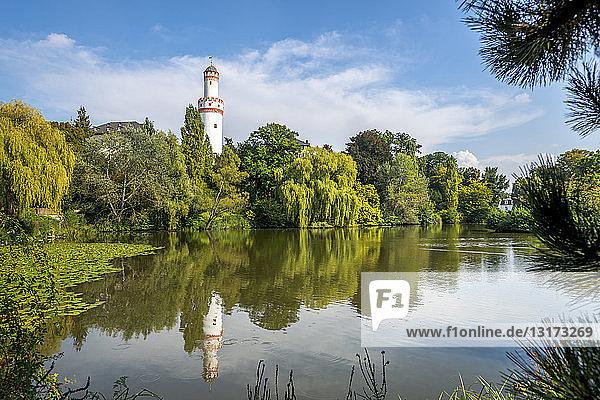 Deutschland  Hessen  Bad Homburg  Weißer Turm  Schlossgarten und See