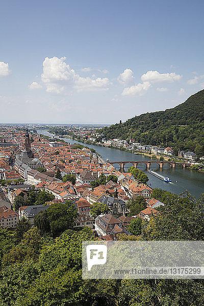 Deutschland  Baden-Württemberg  Heidelberg  Neckar  Stadtansicht mit Charles-Theodore-Brücke