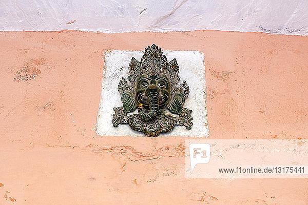 Indien  Rajasthan  Alwar  Heritage Hotel Ram Bihari Palace  Ornamente an der Fassade