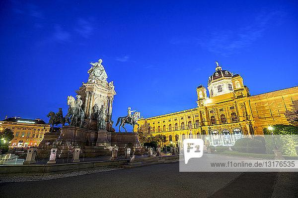 Österreich  Wien  Maria-Theresien-Platz  Kunsthistorisches Museum und Naturhistorisches Museum