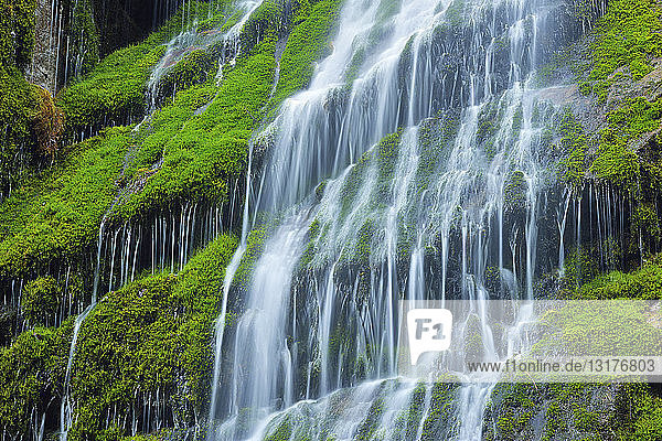 Wasserkaskaden an den Klippen der berühmten Wimbachklamm,  Nationalpark Berchtesgaden,  Bayern,  Deutschland