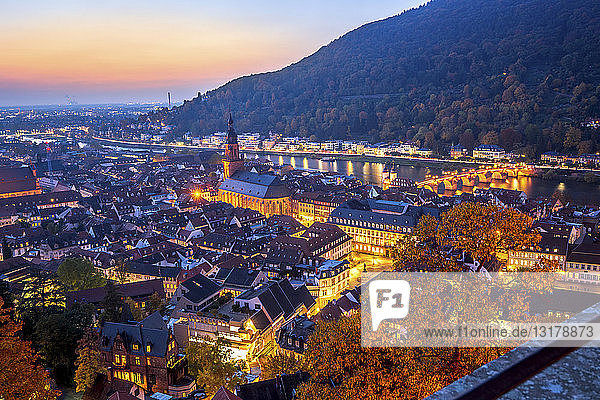 Deutschland  Baden-Württemberg  Heidelberg  Stadtansicht bei Sonnenuntergang