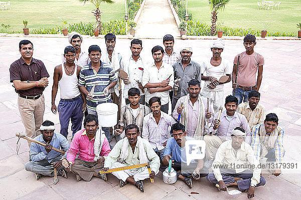 Indien  Rajasthan  Alwar  Angestellte und Handwerker des Ram-Bihari-Palastes