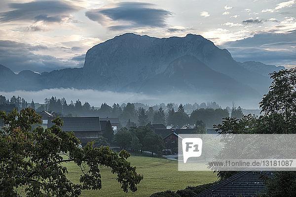 Österreich  Ausseer Land  Landschaft mit Bergen