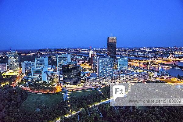 Österreich  Wien  Stadtansicht  blaue Stunde