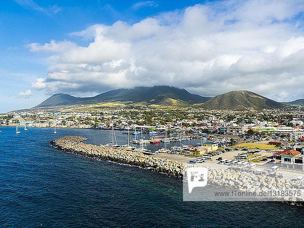 Karibik  Kleine Antillen  St. Kitts und Nevis  Basseterre  Hafen