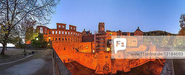 Deutschland  Baden-Württemberg  Heidelberg  Heidelberger Schloss  Blaue Stunde
