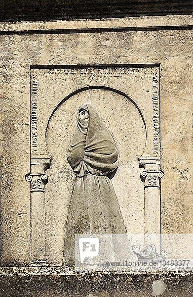 Steintafel mit dem Bild von La Cobijada  in Vejer de la Frontera  Cadiz-Provinz  Andalusien  Spanien  Europa