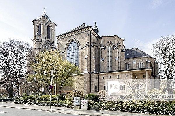 Katholische Pfarrkirche St. Marien  Neuss  Rheinland  Nordrhein-Westfalen  Deutschland  Europa