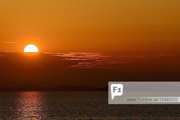 Sonnenuntergang bei Primosten  Dalmatien  Kroatien  Europa