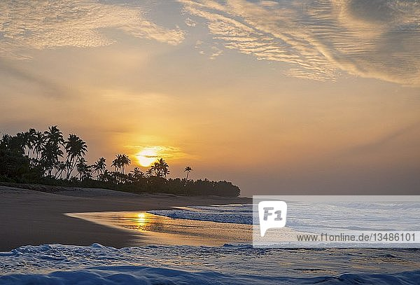 Kahandamodara Strand ein Sonnenaufgang  Sri Lanka  Asien