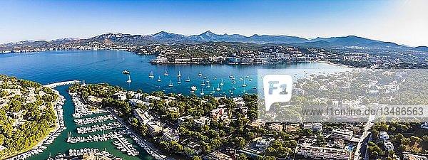 Luftaufnahme  Blick auf Santa Ponca und den Yachthafen von Santa Ponca  hinten die Serra de Tramuntana  Mallorca  Balearen  Spanien  Europa