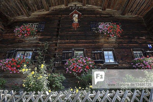 Altes Bauernhaus im historischen Bergbauerndorf Gerstruben  Dietersbachtal  bei Oberstdorf  Allgäuer Alpen  Oberallgäu  Allgäu  Bayern  Deutschland  Europa