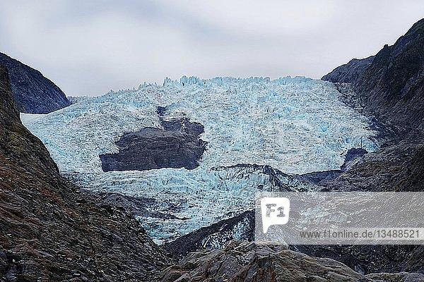Türkisfarbenes Gletschereis der Gletscherzunge  Franz Josef Gletscher  Westland  Südinsel  Neuseeland  Ozeanien
