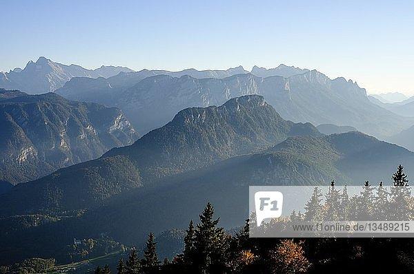 Berchtesgadener Alpen  links Hochkalter  mitte Reiteralpe  im Herbst  Nationalpark Berchtesgaden  Oberbayern  Bayern  Deutschland  Europa