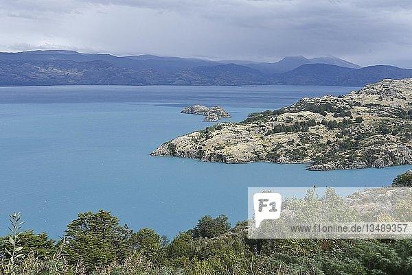 Lago General Carrera (oder auch Lago Buenos Aires in Argentinien)  Patagonien  Chile  Südamerika