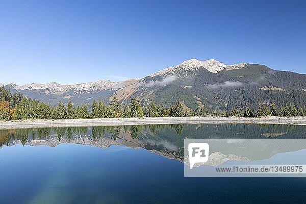 Wasserspeicher für die Beschneiung der Skipisten am Grubigstein mit Blick zum Daniel  Lermoos  Tirol  Österreich  Europa