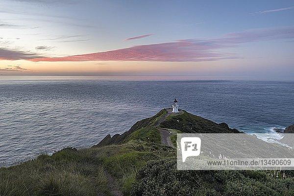 Leuchtturm am Cape Reinga  bei Abendrot  Northland  Nordinsel  Neuseeland  Ozeanien