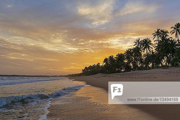 Kahandamodara Strand bei Sonnenuntergang  Sri Lanka  Asien