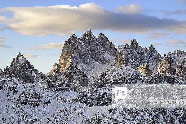 Ausblick von der Auronzo Hütte 2320 m zur Cadini-Gebirgsgruppe  Cadini di Misurina  Sextner Dolomiten  Südtirol  Alto-Adige  Italien  Europa